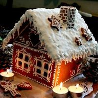 Very nice gingerbread house :) Gingerbread Castle, Gingerbread Decorations, Christmas Gingerbread House, Christmas Treats, Christmas Baking, Gingerbread Cookies, Christmas Cookies, Christmas Time, Holiday