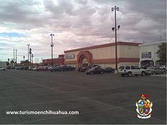 Ciudad Juárez cuenta con grandes centros comerciales, Río Grande Mall, se encuentra en Triunfo de la República. Cuenta con un supermercado Futurama, un complejo de cines, tiendas departamentales, zapaterías, farmacias, librería, boutiques y joyerías entre otros comercios. Plaza de las Américas Mall, ubicado junto al museo de arte del INBA, tiene un supermercado Smart, pista de hielo para patinar, zapaterías, farmacias, joyerías y un complejo de cines. #visitaciudadjuárez