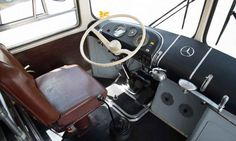 ônibus monobloco da Mercedes-Benz / Thiago Ventura/EM/D. Mercedes Benz, Truck Interior, Bus Coach, Busse, Old Cars, Motorhome, Cars And Motorcycles, Trucks, Vehicles