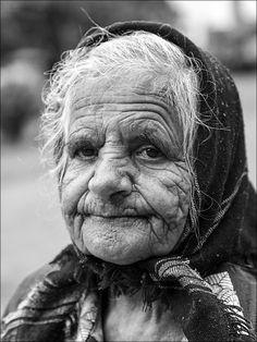 Menschen | occhio schreibt zum Foto: Viele Alte leben auf dem Lande in Rumänien in bitterster Armut. Seit 2007 ist Rumänien Mitglied der EU. Doch die sozialen Standards hinken.