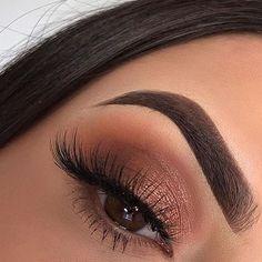 Bronze smokey eye.