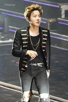I love it when he gets serious on stage. He's like a man on a mission to deliver the best perf he can.