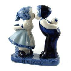 KUSSEND PAARTJE DELFTS BLAUW 13 CM - Kussend paartje - Holland Souvenir Shop