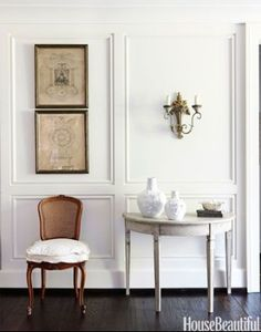 wall moulding, dark floor, classic furnishings