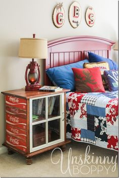 nightstands vintage coke crates coca cola and old window Crate Furniture, Repurposed Furniture, Rustic Furniture, Furniture Makeover, Painted Furniture, Furniture Movers, Furniture Making, Furniture Design, Coca Cola