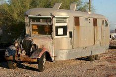 19 Cool DIY Camper Trailers To Enjoy Your Outdoor Trips - Outdoordecorsm Diy Camper Trailer, Tiny Camper, Camper Caravan, Cool Campers, Airstream Campers, Camper Life, Vintage Motorhome, Vintage Rv, Vintage Caravans
