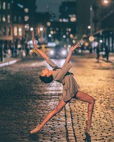 22 Ideas Photography Dance Contemporary Art Ballet Dancers For 2019 Dance Picture Poses, Dance Photo Shoot, Poses Photo, Dance Pictures, Dance Photoshoot Ideas, Street Dance, Street Ballet, City Ballet, City Backdrop
