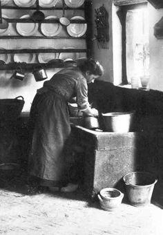 Zo zag er een keuken (de 'geut') omstreeks 1900 uit. Foto door Henri  Berssenbrugge. (coll. RHC Tilburg).