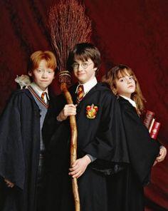 Harry, Ron e Hermione Crianças. -> 15 Fatos assustadores que você nunca percebeu em Harry Potter