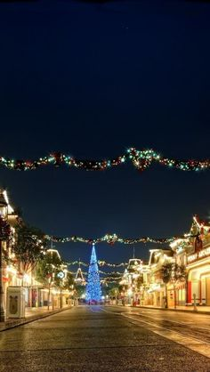 Christmas at Disney is the most magical and wonderful thing of life!!!