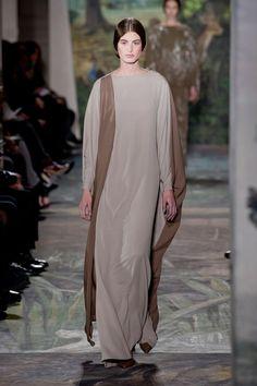 Dress for a Norvosi woman-Valentino