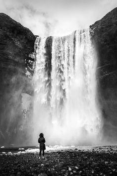 Skogafoss - Skogar Iceland - Black and white street photography by Giuseppe Milo (www.pixael.com)
