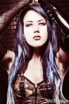 Alissa White-Gluz: ex- The Agonist / Arch Enemy Alissa White, Ashley White, Musica Metal, The Agonist, Unnatural Hair Color, Ladies Of Metal, Heavy Metal Girl, Jennifer Aniston Style, Women Of Rock