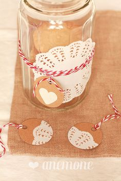 Doily cookies and packaging by anemone's corner  http://www.anemoneincucina.com/2012/12/doily-cookies-i-biscotti-col-centrino.html