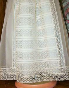 Faldón bautizo o para ocasiones especiales en seda italiana con puntilla de bolillo. - Primera Edad
