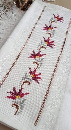 Celtic Cross Stitch, Beaded Cross Stitch, Cross Stitch Borders, Simple Cross Stitch, Cross Stitch Rose, Cross Stitch Flowers, Cross Stitch Designs, Cross Stitching, Cross Stitch Patterns