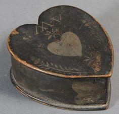 Old Painted Heart Trinket Box. Objets Antiques, I Love Heart, Antique Boxes, Primitive Antiques, Painted Boxes, Wooden Boxes, Arte Popular, Little Boxes, Felt Hearts