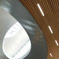 http://leemwonen.nl/shoppen-hotspots-i-blogtours-op-een-klein-station-smorgens-in-de-vroegte/ #station #arnhem #architecture #design #benvanberkel #unstudio #gebouw #building #icon #publictransport #openbaarvervoer #beautiful