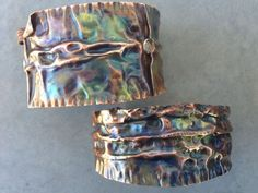 idea for colored wash on folded metal cuff Copper Art, Copper Cuff, Copper Bracelet, Metal Bracelets, Copper Jewelry, Wire Jewelry, Jewelry Crafts, Jewelry Art, Beaded Jewelry