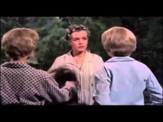 """The Parent Trap"" Hayley Mills as identical twin sisters share everything in the original film version Joanna Barnes, Hailey Mills, Parent Trap, Childhood Movies, Identical Twins, Film Studio, Retro Hairstyles, John Wayne, Twin Sisters"