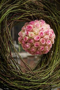 Pink rose sphere in grape vines in pink brown green Deco Floral, Arte Floral, Floral Design, My Flower, Pretty Flowers, Flower Art, Ikebana, Floral Centerpieces, Floral Arrangements