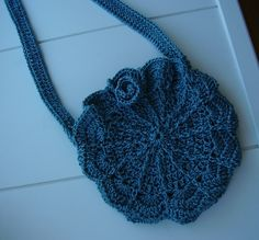 Ravelry: Cutest Shell Shoulder Bag pattern by Crocknits