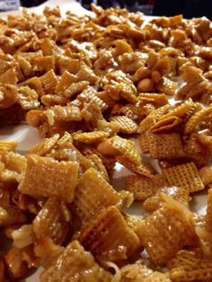 Party Food Ideas For Adults Appetizers Brown Sugar 28 Super Ideas Carmel Chex Mix Recipe, Caramel Chex Mix, Crispix Snack Mix Recipe, Caramel Corn, Easy Snacks, Yummy Snacks, Delicious Desserts, Savory Snacks, Cookies