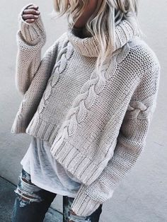 A trend of this winter season 2018 - Turtle Neck Sweaters Wide and Short. I think this kind of sweaters looks great with a casual look like this, with worn jeans and a long tshirt below. With what look? Crop Pullover, Pullover Mode, Pullover Outfit, Pullover Sweaters, Sweater And Shorts, Sweater Outfits, Fall Outfits, Casual Outfits, Casual Attire