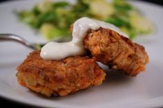 These Salmon cakes with lemon garlic aioli look delicious! via A Nutritionist Eats