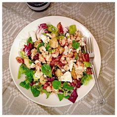 PerintöEssu: Herkullinen jokirapu-vuohenjuusto-avokadosalaatti Pasta Salad, Cobb Salad, Ethnic Recipes, Food, Crab Pasta Salad, Essen, Meals, Yemek, Eten