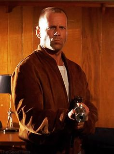 Butch Coolidge (Bruce Willis) Pulp Fiction Written/Directed by Quentin Tarantino Pulp Fiction, Fiction Film, Quentin Tarantino, Tarantino Films, Bruce Willis, The Best Films, Great Movies, Cinemagraph, Los Angeles
