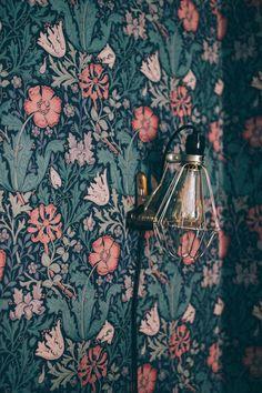 New Ideas for wallpaper love life Bathroom Wallpaper, Print Wallpaper, Pattern Wallpaper, Wallpaper Borders, Green Wallpaper, William Morris Wallpaper, Morris Wallpapers, William Morris Tapet, Room Color Schemes