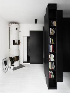 Monochrome Masterpieces // Black and White Design Inspiration – Part Exterior Design, Interior And Exterior, Corner Bookshelves, Bookcase, Black And White Interior, Black White, Architectural Features, Interiores Design, Decoration