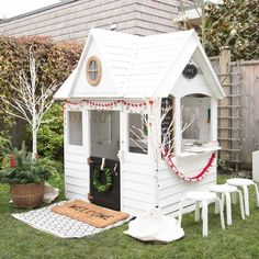 Kids Christmas playhouse cubby house #playhousesforoutside #outdoorplayhouseideas