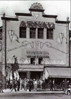 Cinema Arnau .1894-2004.Paral.lel Barcelona