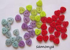20 Resinknöpfe herzform - 12 mm Farbwahl von samonya auf DaWanda.com