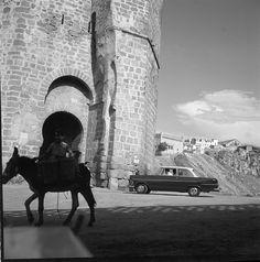 Puente de San Martín en los años 50. Fotografía de Francesc Catalá Roca © Arxiu Fotogràfic de l'Arxiu Històric del Col·legi d'Arquitectes de Catalunya.  Cortesía: Eduardo Sánchez Butragueño, Toledo (España).