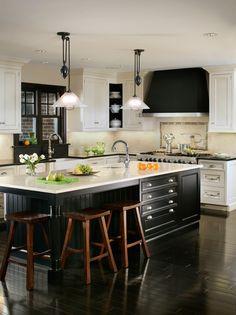 Black and white kitchen (via Caterbury Design).