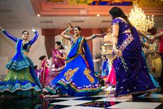 All brides think of finding the ideal wedding ceremony, but for this they need the most perfect wedding outfit, with the bridesmaid's dresses actually complimenting the brides dress. These are a few suggestions on wedding dresses. Wedding Ceremony Ideas, Budget Wedding, Wedding Tips, Desi Wedding, Wedding Bride, Gujarati Wedding, Bollywood, Indian Wedding Photographer, Best Wedding Dresses