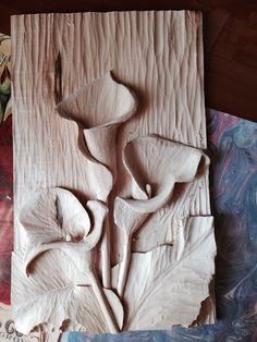 art piece ... wood caviting ... three calla lilies ... wood grain background ... alll white ... Sıcaklar müsade ederse bitecek