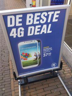 Grote en duidelijke letters, doormiddel van de plaatjes weet je ook direct waar de reclame over gaat.