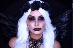 dunkle Engel Halloween Make-up . - - Makeup Looks Celebrity - Halloween Braut Halloween, Disfarces Halloween, Angel Halloween Makeup, Halloween Tutorial, Halloween Makeup Looks, Demon Halloween Costume, Angel Make Up Halloween, Pretty Halloween, Couple Halloween