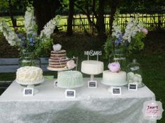 Vintage weddingcake table / vintage bruidstaarten tafel