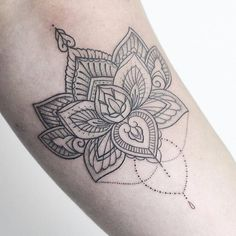 Mehndi lotus flower My bookings are now closed for London & Hamburg. Thanks to everyone who applied, I'll get back to you as soon as I can! ____________________ #rachainsworth #lotustattoo #mehnditattoo #mehndi #ornamentaltattoo @equilattera...