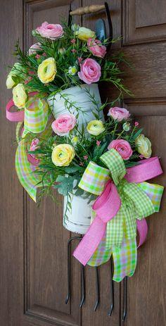 Summer Door Wreaths, Easter Wreaths, Spring Wreaths, Baskets On Wall, Wall Basket, Easter Crafts, Easter Decor, Diy Wreath, Wreath Ideas