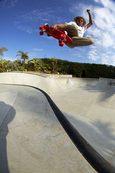 Curren Caples sipping jet streams with this Tuckknee Grab. Banana Board cruiser plastic skateboard.