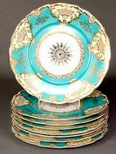 beautiful turquoise china - Now this is a china I could love! Turquoise and gold; Antique China, Vintage China, Antique Plates, Shades Of Turquoise, Turquoise Art, Aqua Blue, Blue Gold, Color Turquesa, China Sets