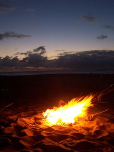 Boy am I missin those fires, sandy hotdogs are the best!