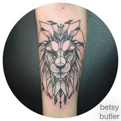 My little geometric Aslan done by the lovely Besty at Roses and Ruins in Charelston. I couldnt be happier♡♡♡ Instagram photo by @betsywets via ink361.com