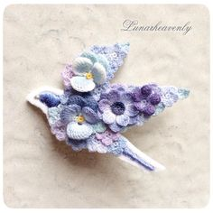 New. Blue Bird brooch that wearing a flower. HMJ I want to continue to shape the ideas that you have accumulated towards the ♪  # lace  # crochet